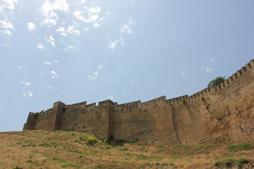 Arxeoloqlar Narın-Qalada qədim yaşayış məskəni tapıblar