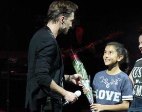 Dima Bilan Bakı konsert verdi, hədiyyə topladı